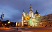 Almudena cathedral in evening. Madrid, Spain — Stock Photo