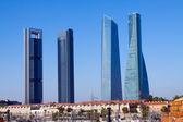 Vier torens zakenwijk van spoorweg. madrid — Stockfoto