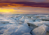 Ice on river in frosty sunset — Stock Photo