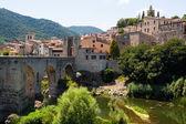 Starožitný středověké město s starý most — Stock fotografie