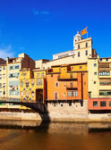 View of Girona - picturesque houses on the river bank — Stock Photo