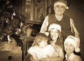 Vintage portrait of happy family — ストック写真