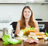 Happy woman cooking sandwiches — Stock Photo