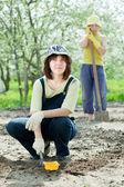 Women works at garden in spring — Стоковое фото