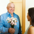 Woman meeting her mature man — Stock Photo #38694495