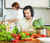 Couple in home kitchen — Stock Photo