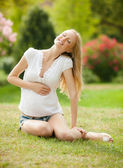 Pregnant woman on the grass — Stock Photo