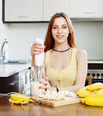 Cheerful housewife cooking with bananas — Stock Photo