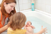 Mother bathes newborn baby — Stock Photo