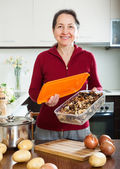 Mature housewife with dried mushrooms — Stock Photo