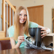 Woman with new coffee machine in home interior — Stock Photo