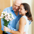 Couple greeting in the doorway — Stock Photo #40795789
