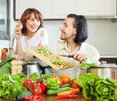 Para gotowanie obiad veggy — Zdjęcie stockowe