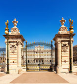 Royal Palace Gate in sunny day. Madrid — Stockfoto