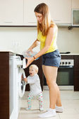 Family using washing machine with laundry — Foto de Stock