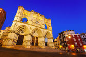Wide angle shot of Cuenca Cathedral in night — Stock Photo