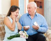 Man presenting woman the jewel box — Stock Photo