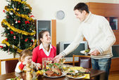 Man serving Christmas table — Stock Photo