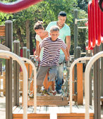 Couple together with teenager overcomes the obstacle course — Stock Photo