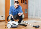 Man  vacuuming with vacuum cleaner — Stock Photo
