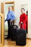 mature couple with luggage in home — Photo