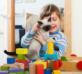 3 years child  with kitten — Stock Photo