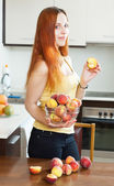 beautiful woman  with peaches   — Photo