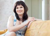 Smiling ordinary woman — Stockfoto