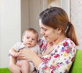 Mother with her 3 month daughter   — Stock Photo