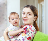 Feliz madre con bebé de 3 meses — Foto de Stock