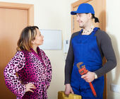 Service worker in uniform came to housewife — Stockfoto