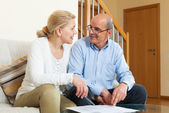 Mature couple with financial documents — Stock Photo