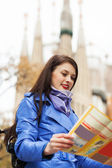 Traveling girl looking at the map — Stock Photo