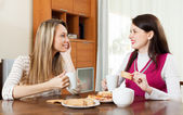 women  gossiping and drinking tea — Stock Photo