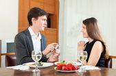 Man gives jewelry to pretty girlfriend — Stock Photo