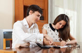 Quarrel because of financial documents — Stock Photo
