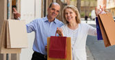 Aged couple with purchases — Stock Photo