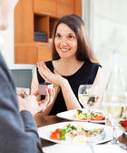 Man gives a ring to his girlfriend — Stock Photo