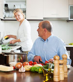 Family cooking salad at home — Stock Photo