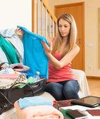 Girl packing luggage — Stock Photo
