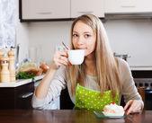 Smiling woman drinking tea   — Stock Photo