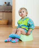 girl sitting on potty   — Stockfoto