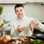 Happy  man holding raw steak of fish — Stock Photo #47124911