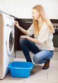 Woman doing laundry with washing machine — Stock Photo