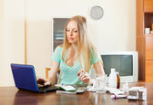 Woman with medications and laptop — Stock Photo