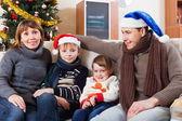 Parents with children at Christmas — ストック写真