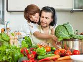 Attractive couple preparing vegetable salad — Stock Photo