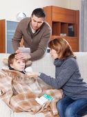 Filho doente em casa — Fotografia Stock