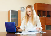 Woman working with financial documents — Stock fotografie