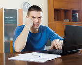 Unhappy man with laptop and  documents  — Foto Stock